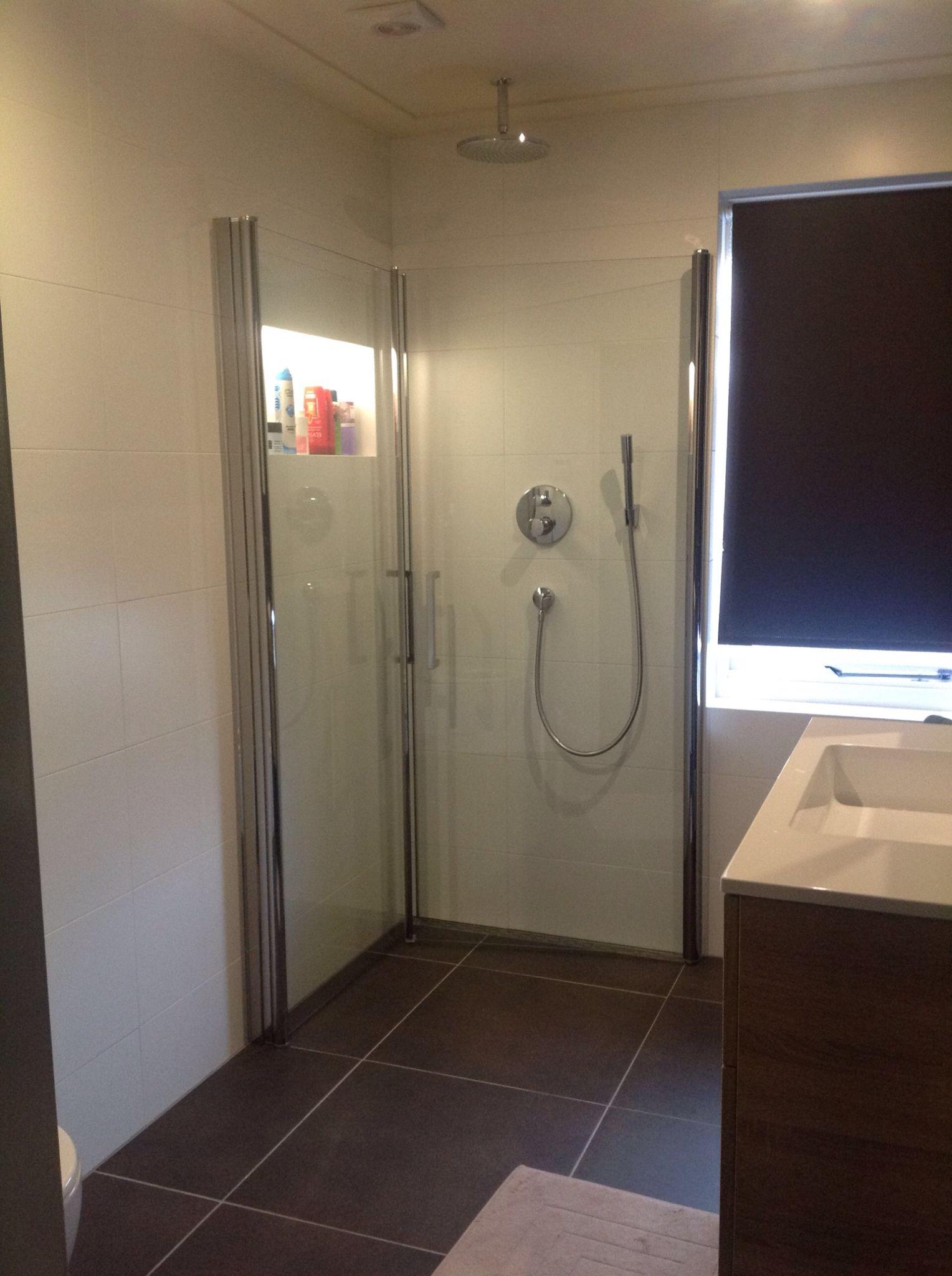 Inklapbare Douche Deuren Kleines Bad Renovierungen Minimalistische Badgestaltung Kleiner Duschraum