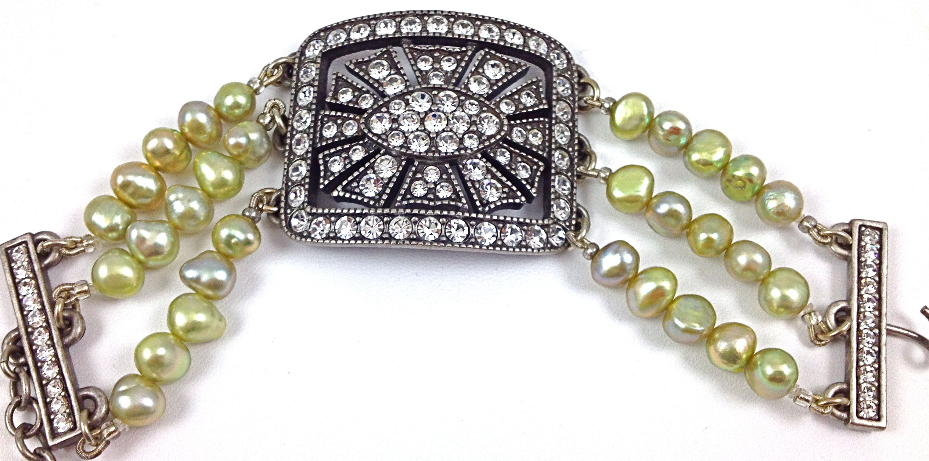 Swarovski Crystal Green Pearl Bracelethttp://stores.lauraleeds.comSwarovski Crystal Green Pearl BraceletL