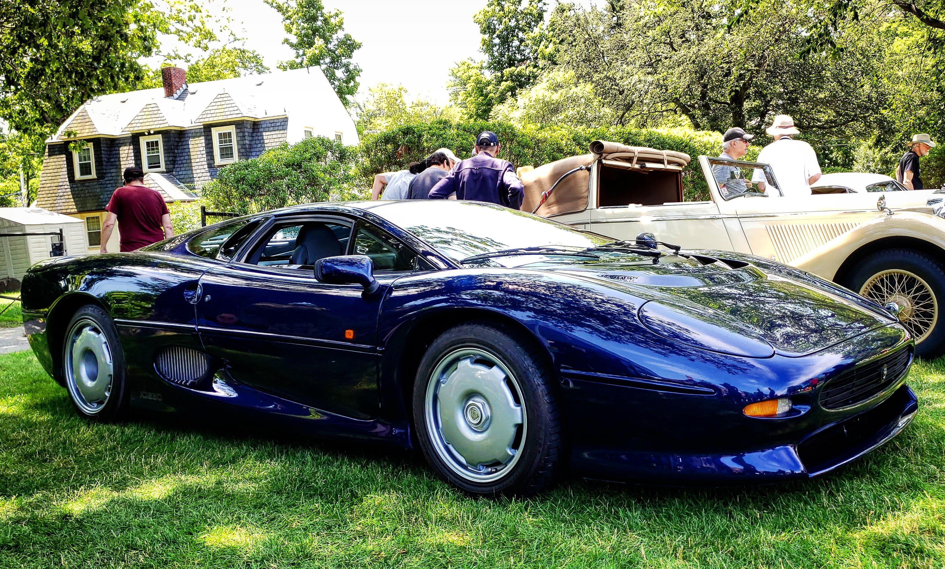 Jaguar Xj220 That One Time Jag Made A Supercar Oc Jaguar Car Jaguar Xj220 Super Cars