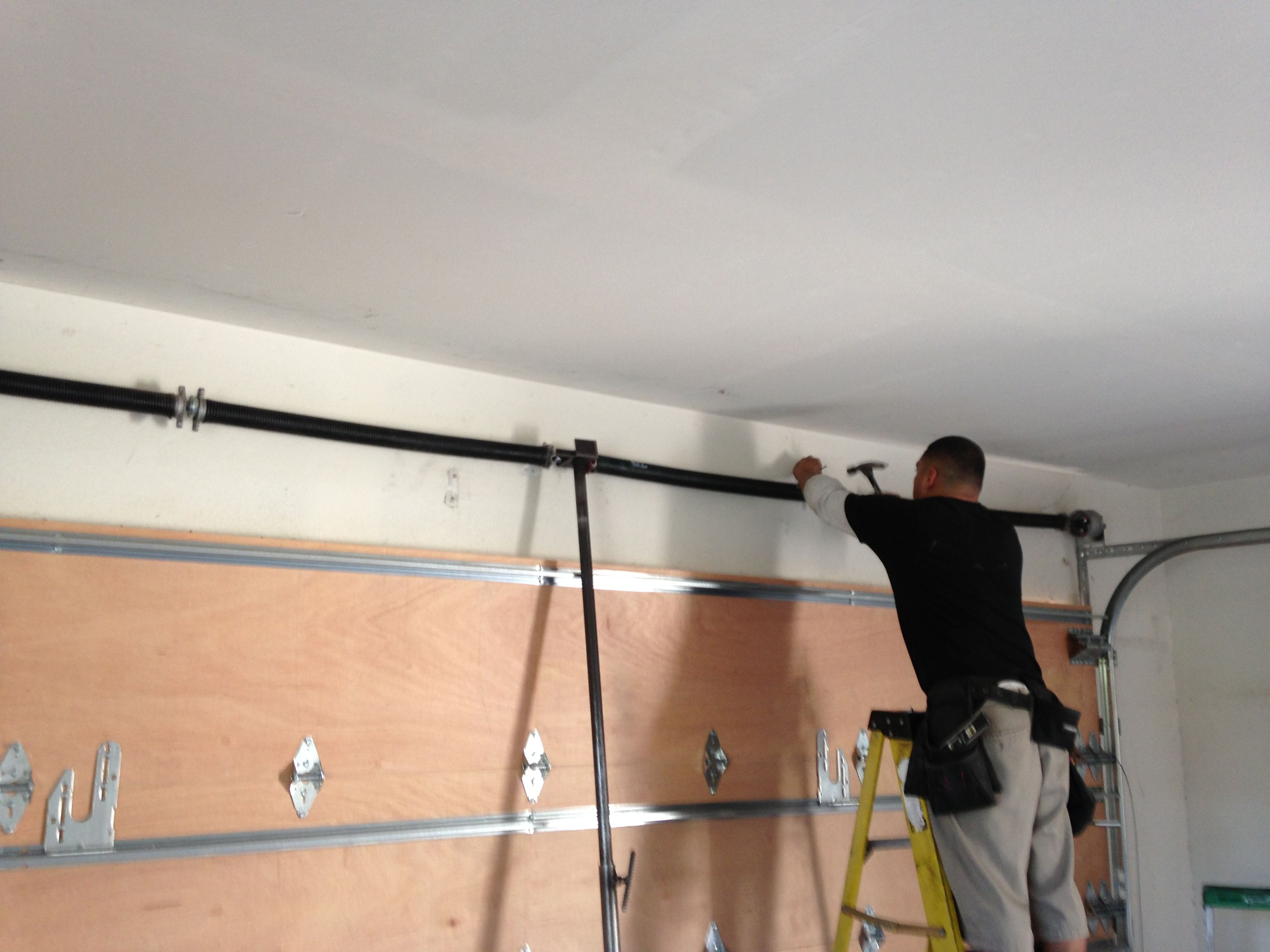 With An Excellent Professional Garagedoor Repair Company You