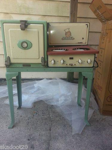 Vintage Lionel Childrens Toy Stove Little Kitchen Toy
