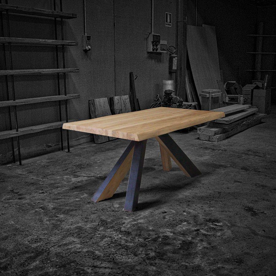 Wind. Tavolo di design in legno massello e gambe in legno e ferro ...