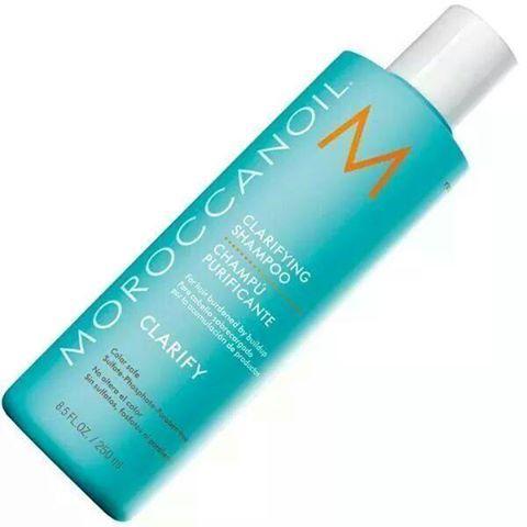 Moroccanoil Champú Clarificante o Clarifying Shampoo ¿Y ese gran desconocido, el champú Clarificante o Purificante? El champú clarificante de Moroccanoil es ideal para cabellos: Teñidos: Elimina …