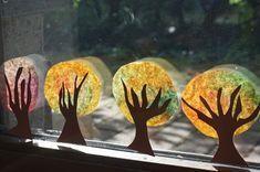 Basteln mit Kindern im Herbst // An unserem Fenster – Reges Leben #herbstfensterdekokinder