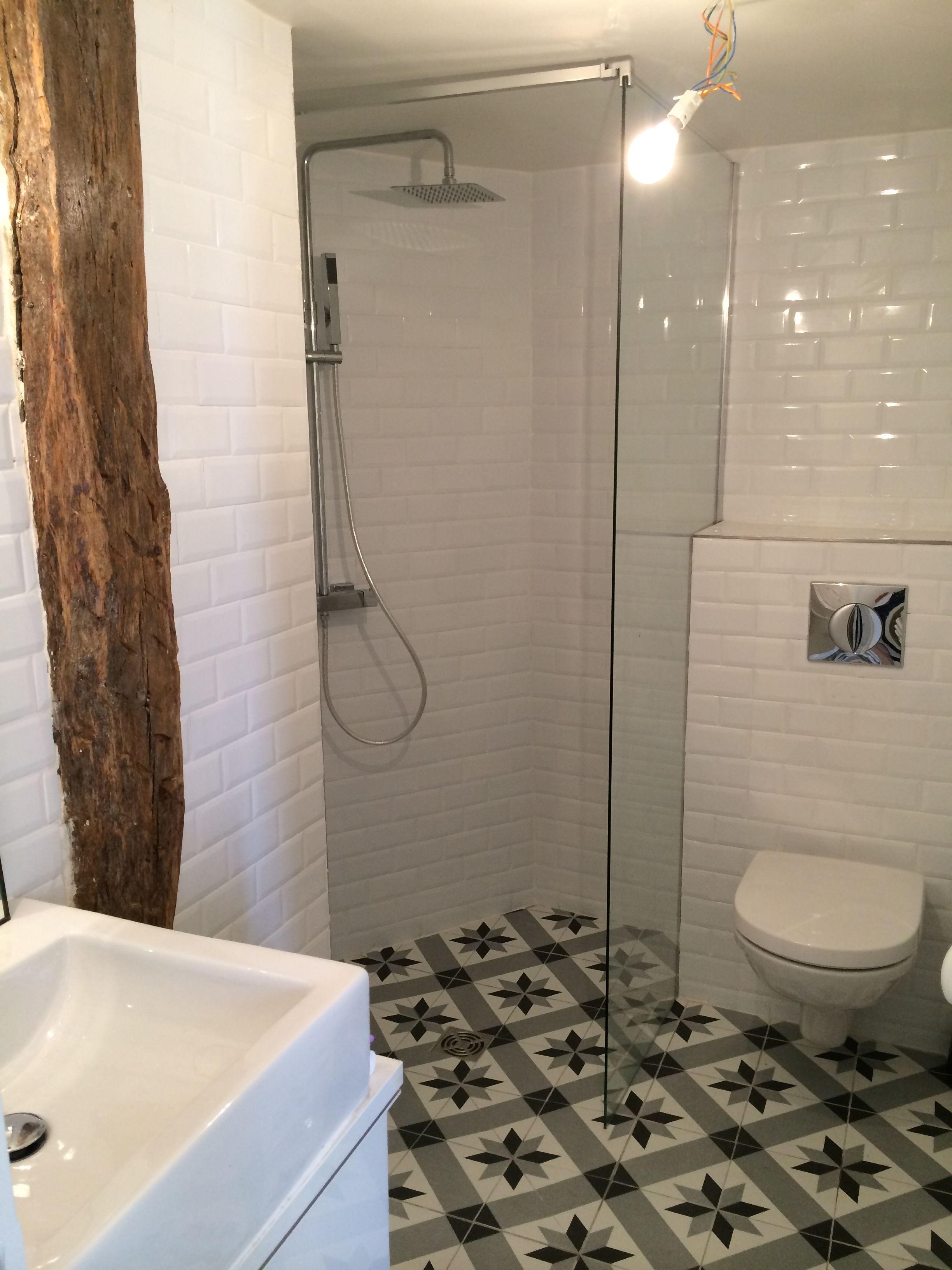 Salle de douche Parisienne - espace réduit - optimisation maximum.