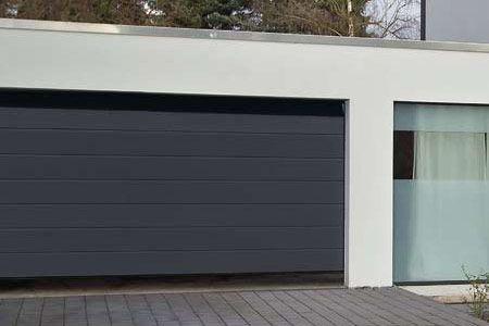 gradlinig berzeugend die mittelsicke all about doors garage haus und vorteile. Black Bedroom Furniture Sets. Home Design Ideas