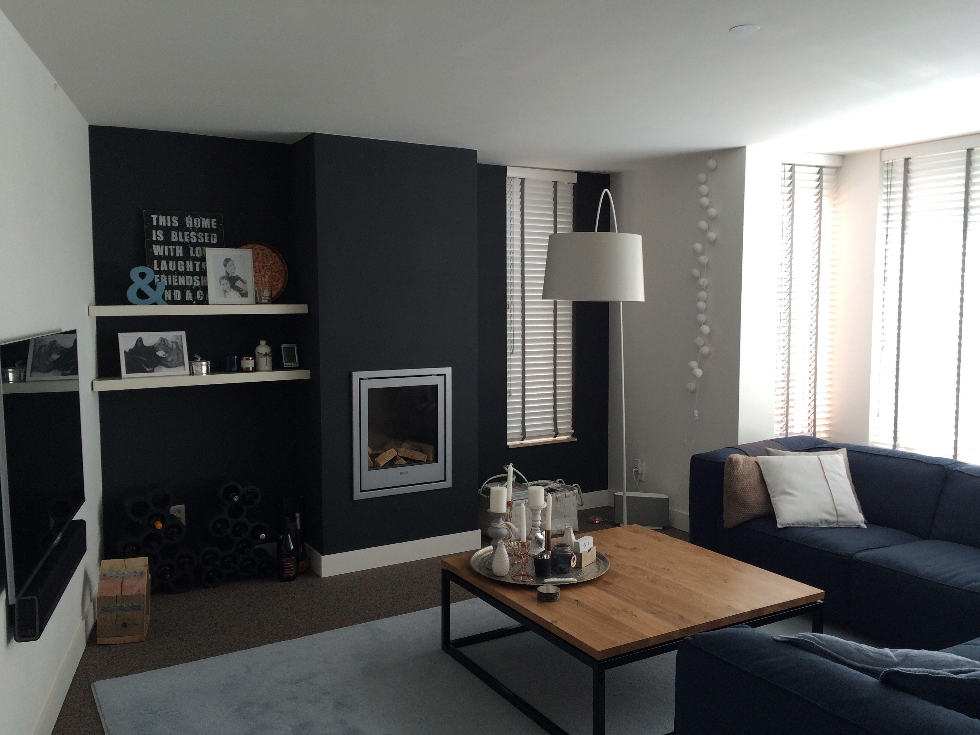 Zwarte muur woonkamer | Huisdecoratie wandkleur | Pinterest | Bedrooms