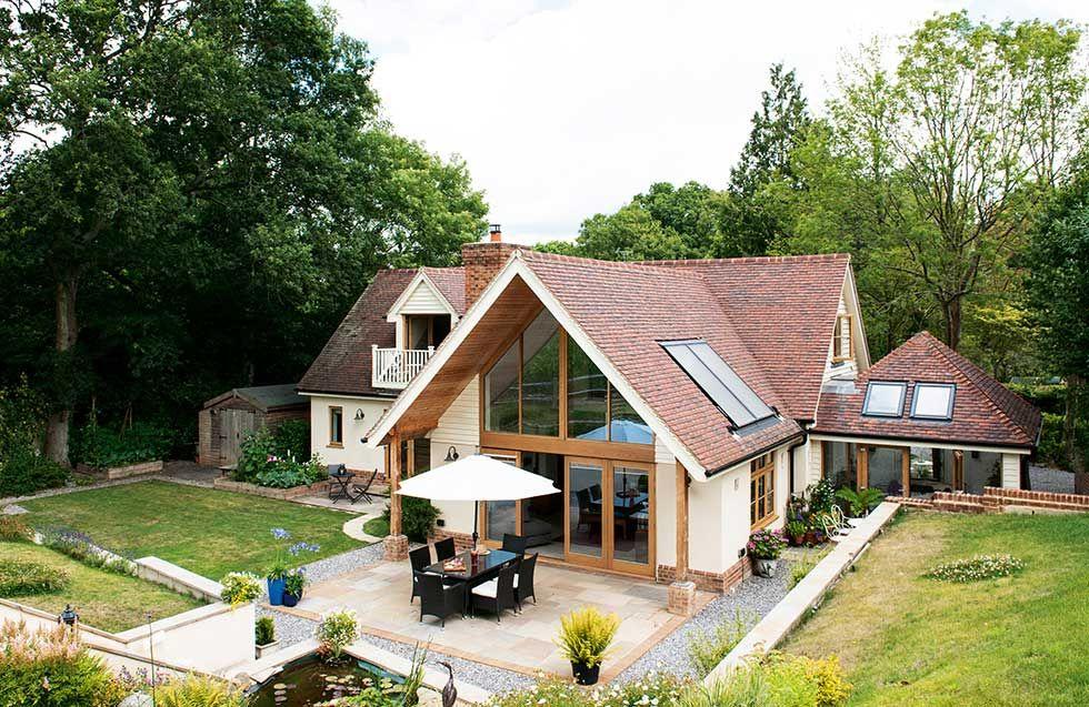 Photo of Ron und Anne Skinners traditionelles, selbstgebautes Haus in einer hübschen …