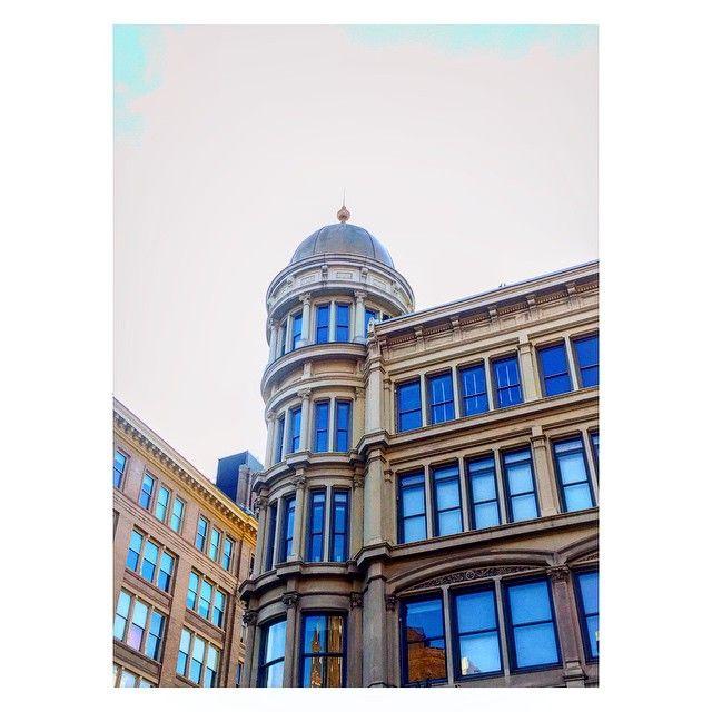 Saturday。  #GoldDome #Chelsea #HughONeills #History #1887 #NYC #BlueSky #BlueWindows