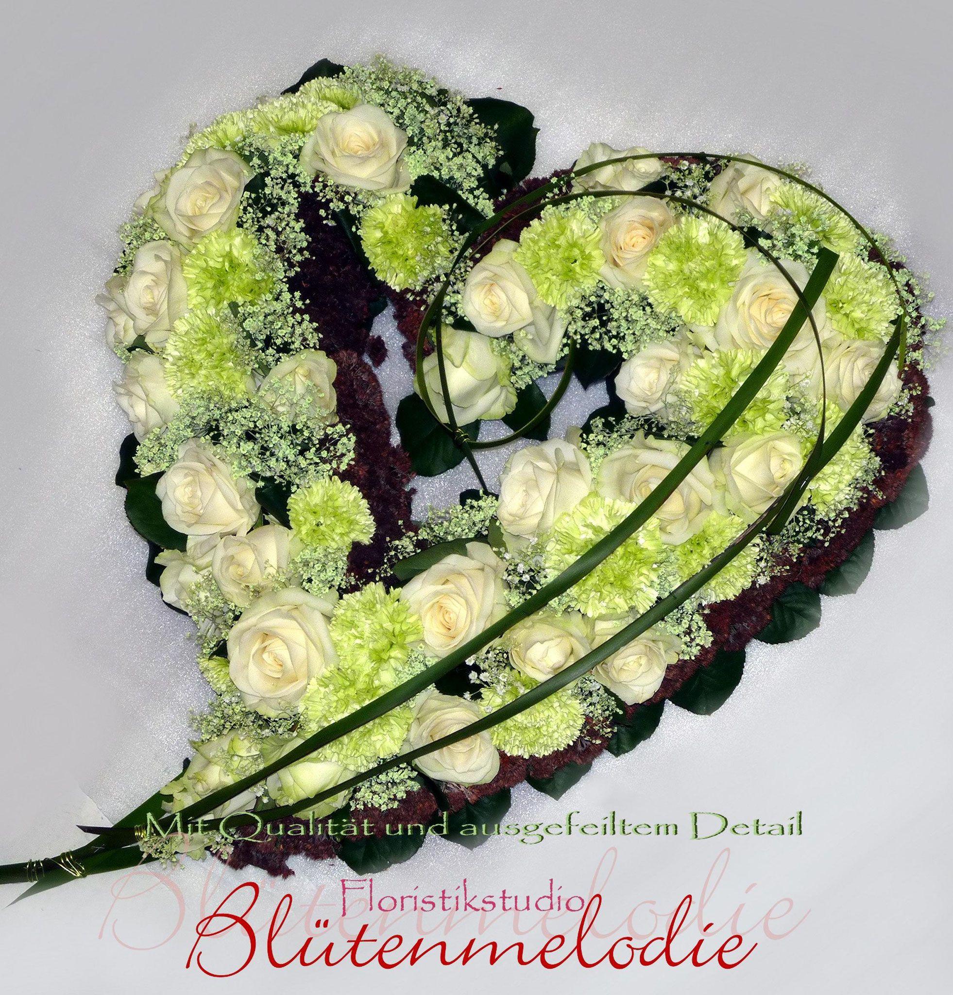 Trauer-Herzen - Blütenmelodie Floristikstudio Fröse #friedhofsdekorationenallerheiligen