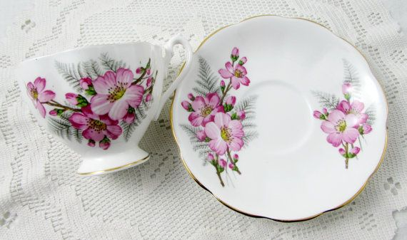 Reina Anne Pink Rose Tea Cup y Saucer China de hueso por TheAcreage