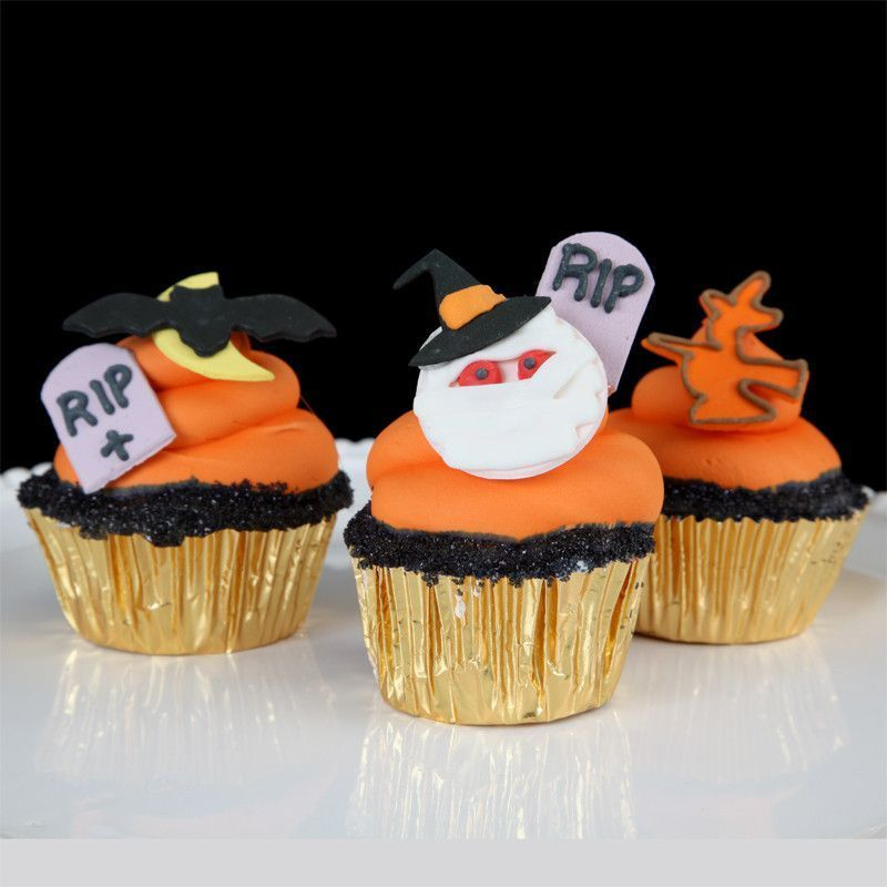 Top your delicious cupcakes with these fun Halloween Sets Perfect