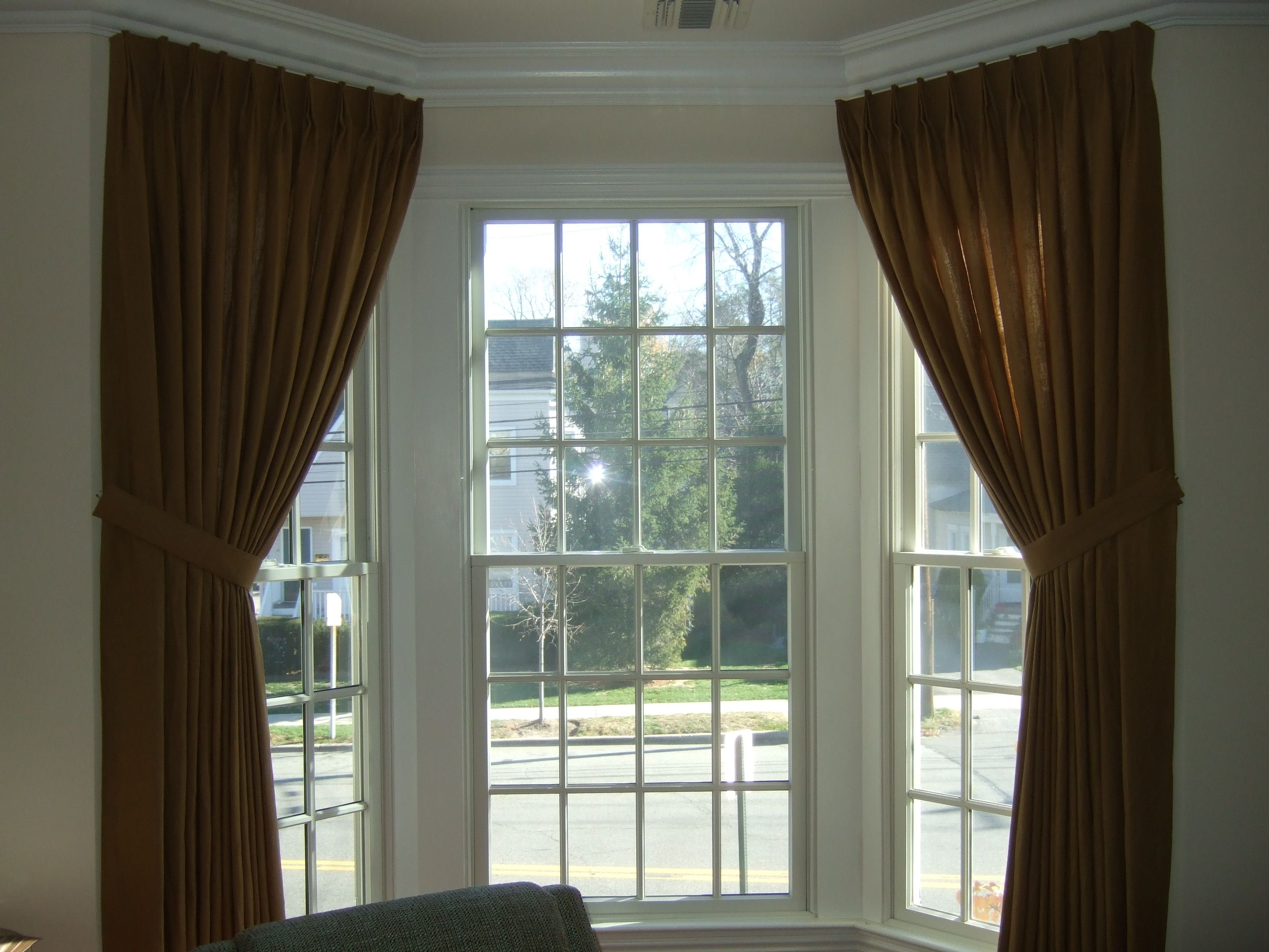 Curtains On Bay Windows Design Decor Photos Pictures Ideas Inspiration Paint Colors And Bay Window Living Room Curtains Living Room Living Room Windows