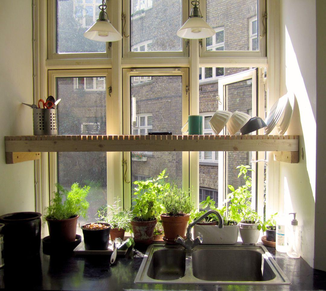 Kitchen window over sink  droogrek boven de wasbak en boven kruiden maar dat zal bij ons