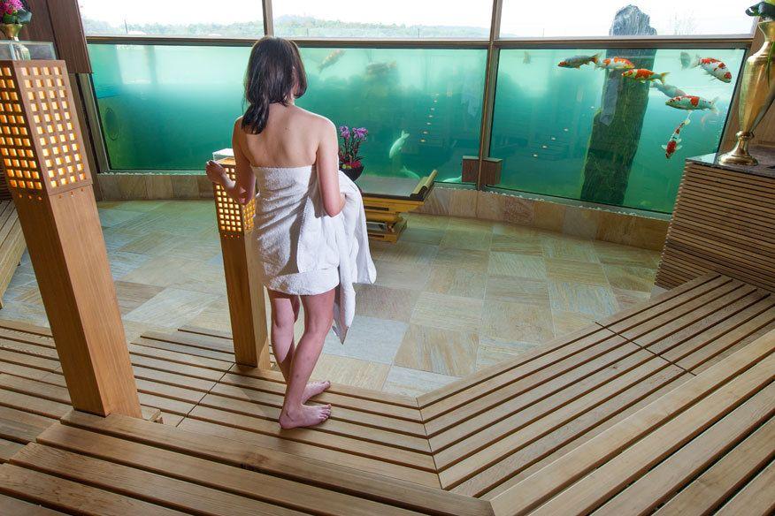 11 ziemlich abgefahrene saunen saunas. Black Bedroom Furniture Sets. Home Design Ideas