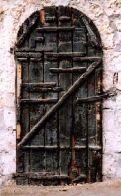 O Mundo Invisível de uma Mulher: Neemias: O muro rachado e a porta queimada.