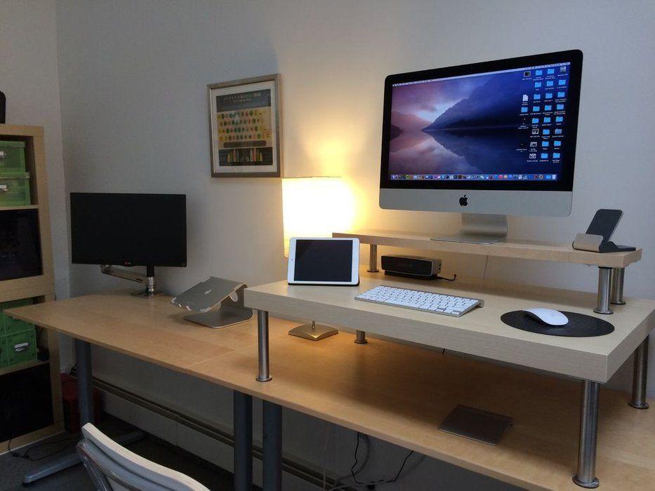 Un bureau ultime sculptural et fonctionnel en hi macs pour une