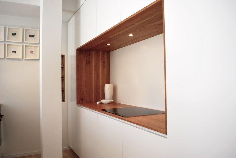 Küche Mit Einrichtungsideen Nach Einem Entwurf Von Vain Interiors. Eine  Kücheninsel, Hochschrankseite Sowie Wandnische