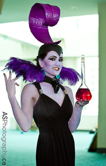 Yzma from the Emperor's New Groove Disney character at SDCC 2012 by andreas_schneider, via Flickr - Cosplay WIN!!!