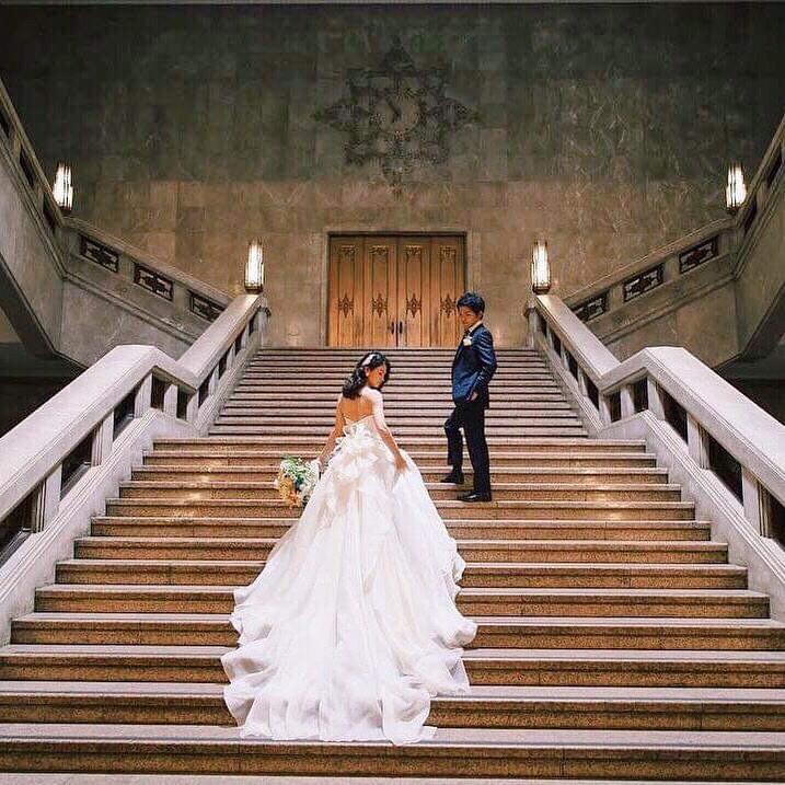 クラシカルな前撮りをした花嫁さん 歴史にある建物に新しい想い出が刻まれた瞬間がステキ Hanapla ハナプラ ブライダルフォト ウエディングフォト ウェディング 前撮り 参考写真