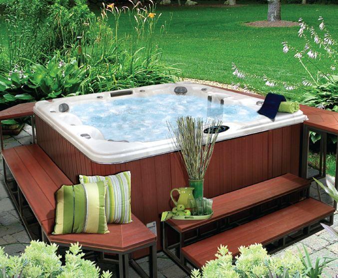 Creer Une Ambiance Spa Jacuzzi Chez Vous En Interieur Ou Exterieur Amenagement Jardin Jacuzzi Jardin Jacuzzi Exterieur