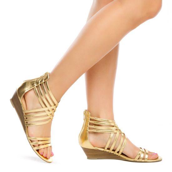 f1cdbda3e25 Lindas sandalias doradas.