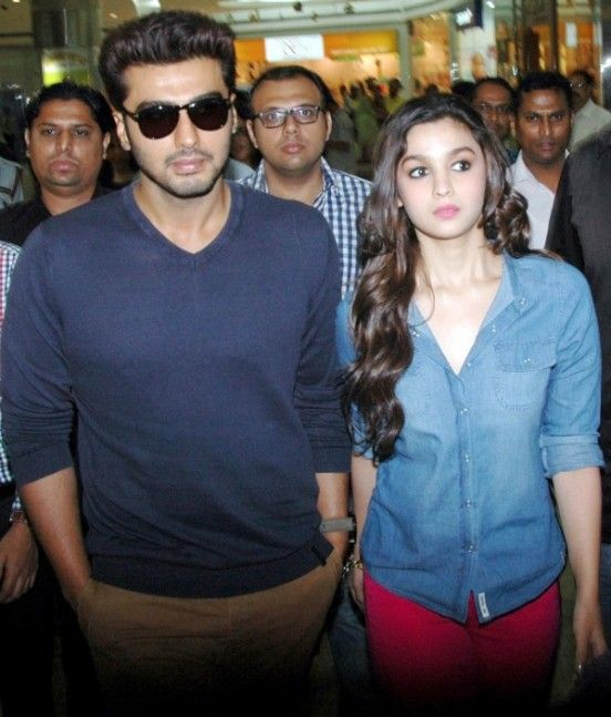 Alia Bhatt And Arjun Kapoor At 2 States Press Conference In