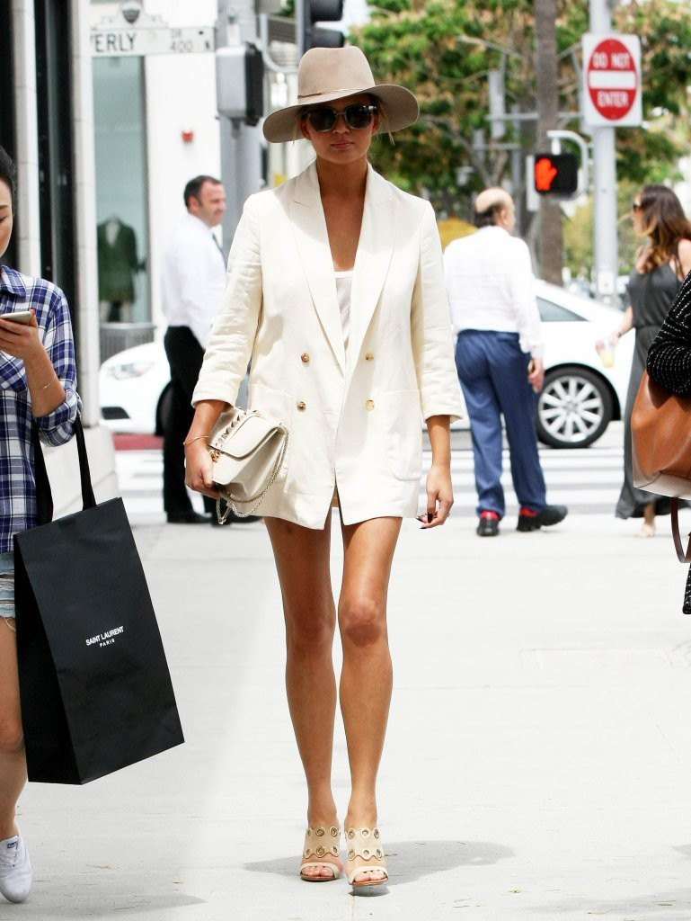 Christy Teigen 7/1/15 - Chrissy Teigen shopping in Beverly Hills.