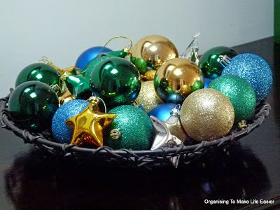 What To Put In A Bowl For Decoration Cheap Christmas Decorating Put Leftover Baubles In A Bowlit's