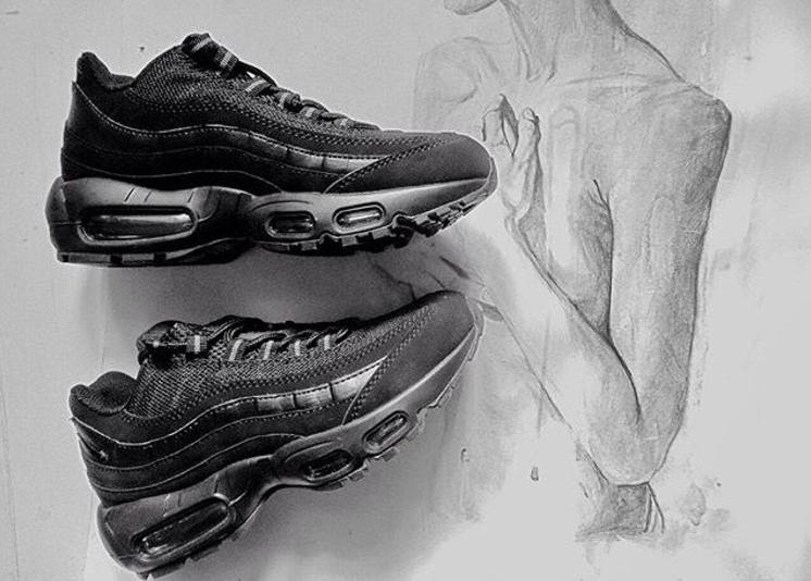 Nike Air Max 95 Essential Mens Trainers in Black Black