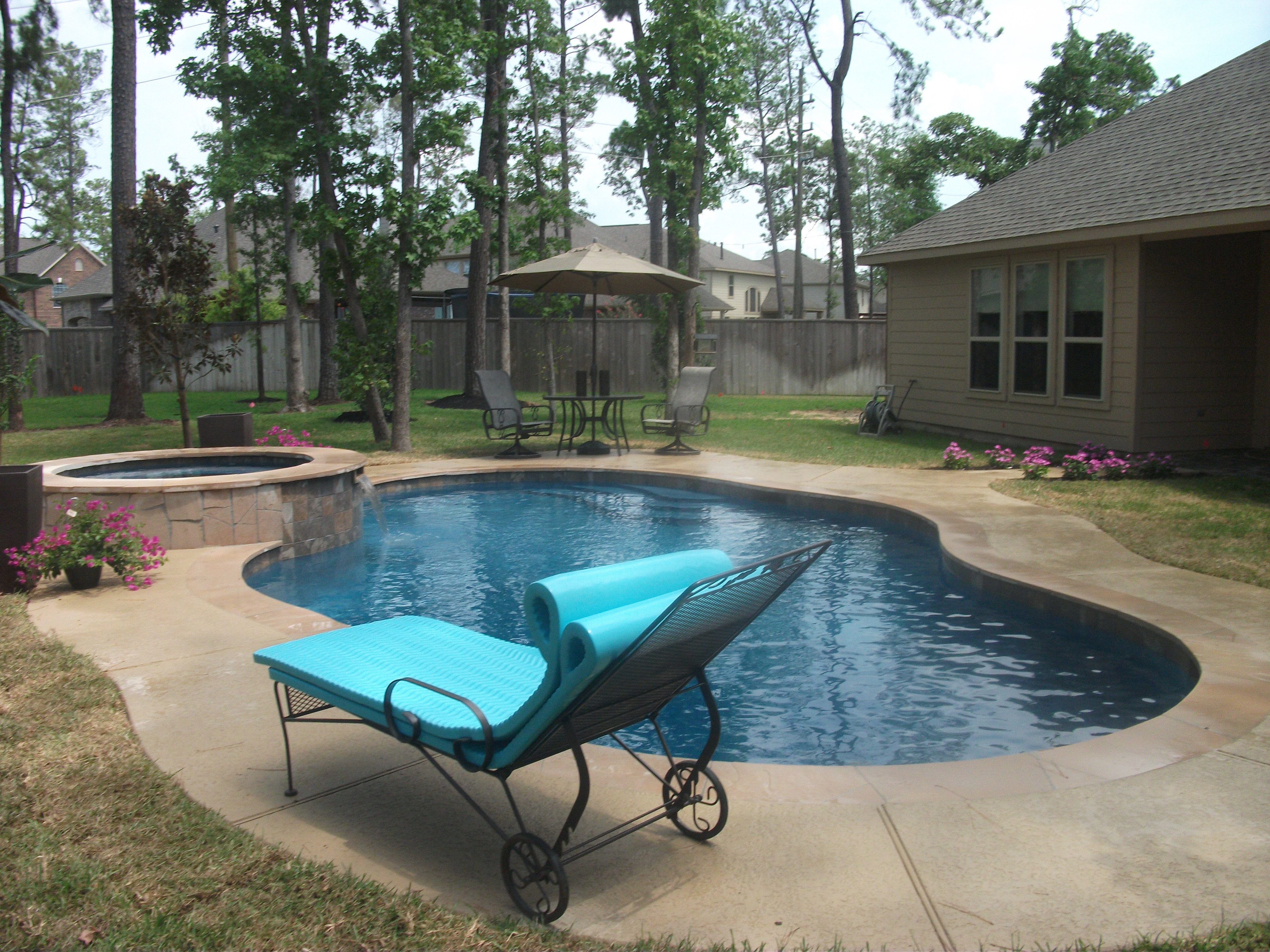 Simple And Elegant This Pool And Spa In The Woodlands Tx Outside