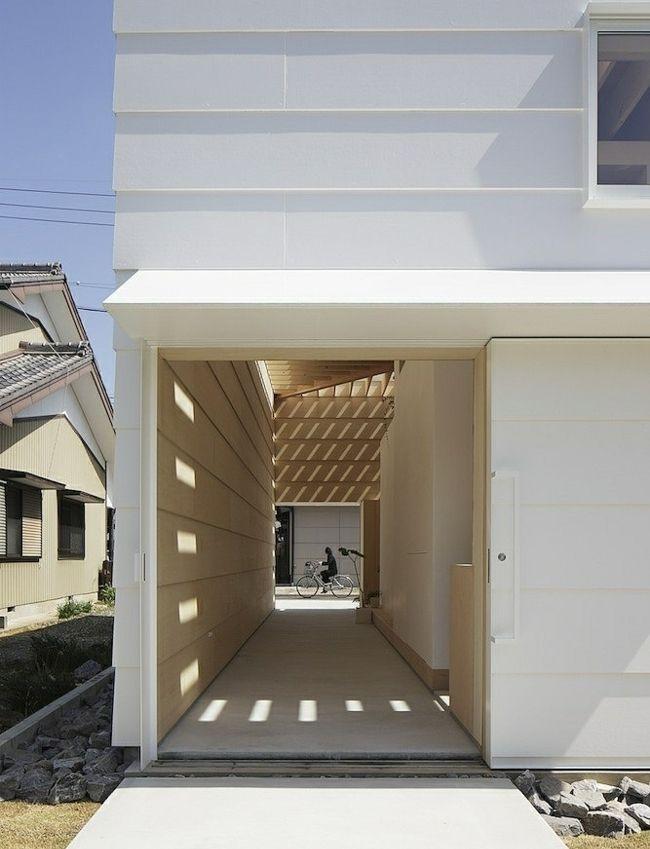 Holzfassade weiß Dachfenster Gartenweg Architektur - Innenraum - holz decke haus design bilder