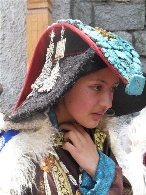 A beautiful Ladakhi girl in her traditional dress (Ladakh ...