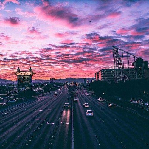Imagem de sky, city, and pink
