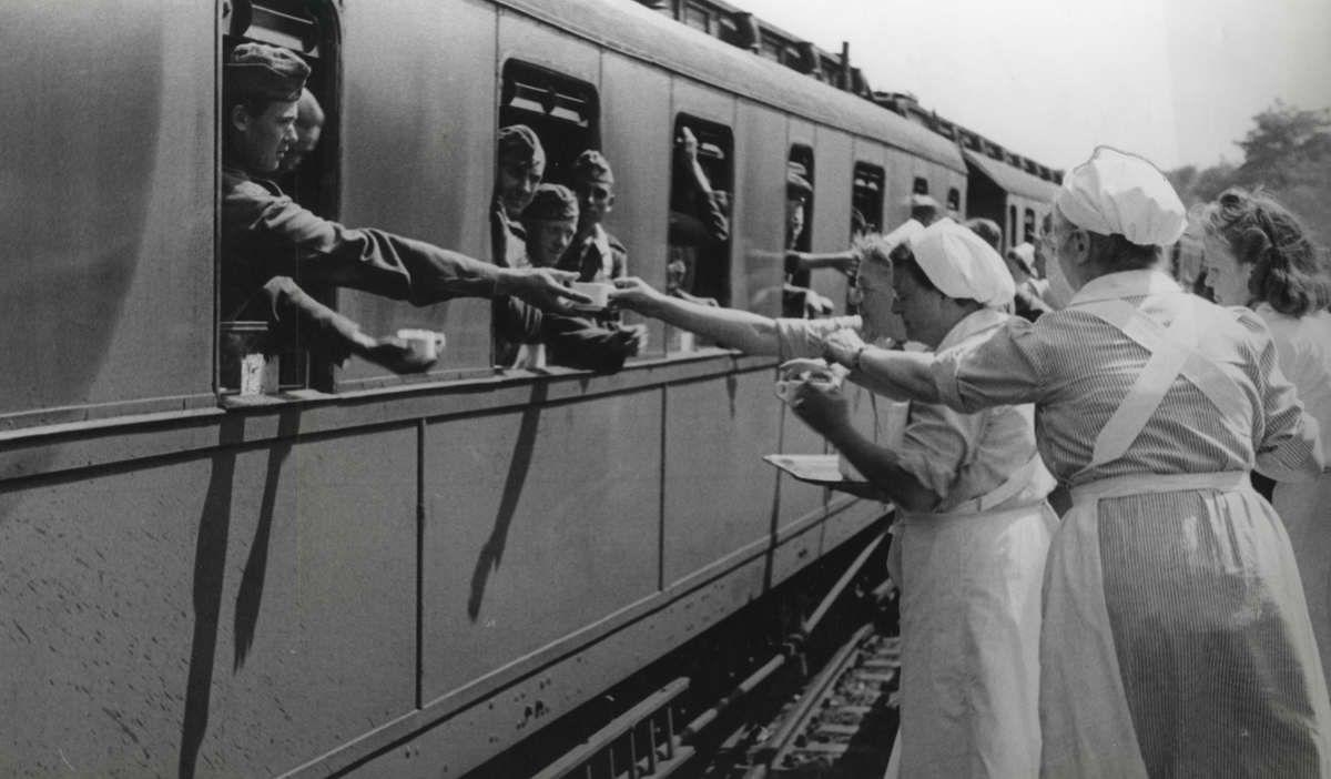 op deze foto zijn mensen in de trein gestopt naar een
