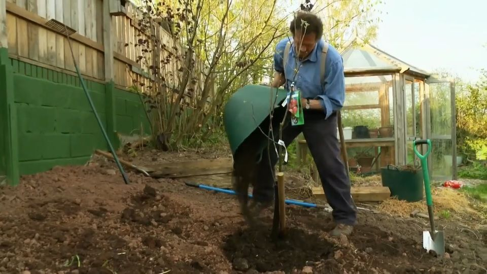 In Big Dreams Small Spaces episode 2 2016, Monty Don helps two sets ...
