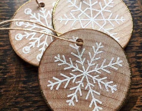 35 Ideen zum Basteln mit Holzscheiben: kreativ und naturnah zu Weihnachten dekorieren #christbaumschmuckbastelnkinder