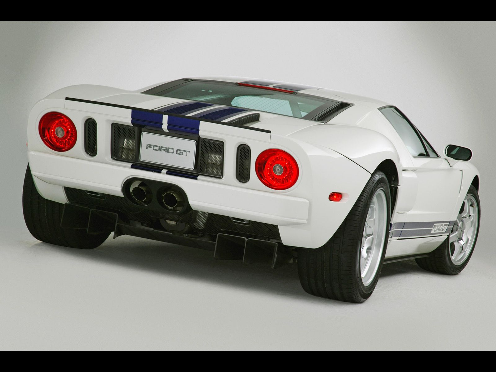 2005 Ford Gt White Rear Angle Studio 1600x1200 Wallpaper