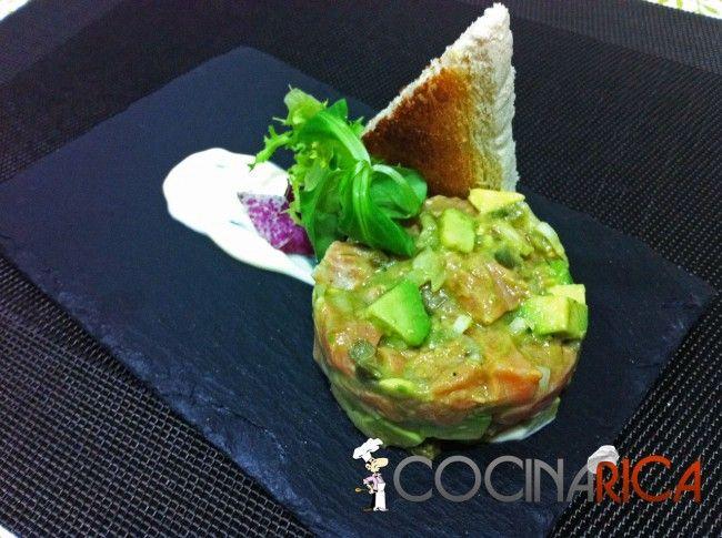 Tartar de salmón y aguacate de www.cocinarica.es