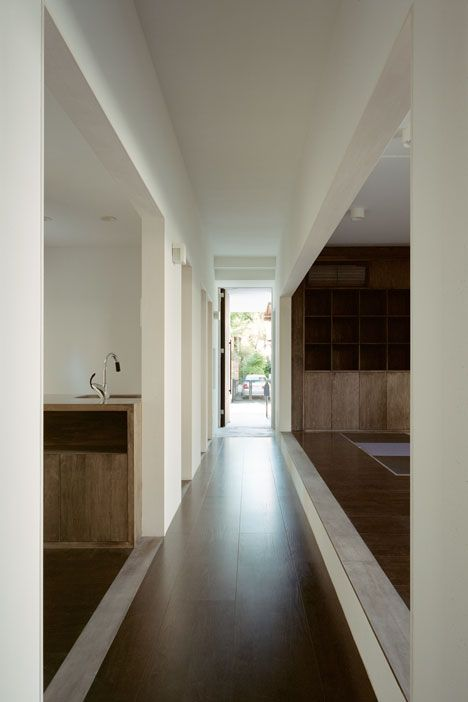 subdivision of space, no corridors or doors. Changing in materials, levels ceilign heights