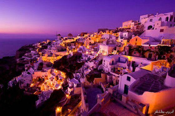اليونان جزيرة سانتوريني اليونانيه تقع جنوب شرق اليونان وتتميز هذه الجزيرة بسحر جمالها على الرغم من صغر مساحتها Santorini Greece Greece Natural Landmarks