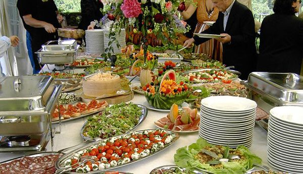 wedding reception buffet set up | How to Set the Wedding Buffet ...