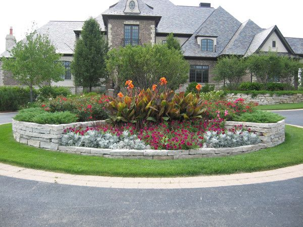 Front Yard Curb Appeal_driveway Planter 600x450 (600×