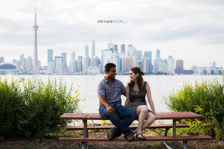 Toronto wedding couple. Engagement photos. City scenics.
