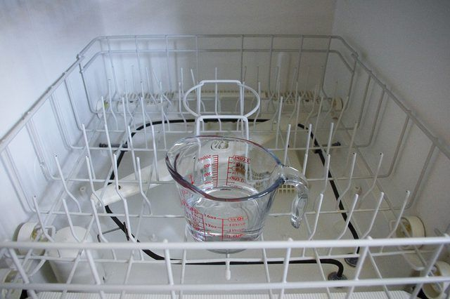 How To Use Clorox Or Bleach In Dishwashers Hunker Bleach In Dishwasher Clean Dishwasher With Bleach Cleaning With Bleach