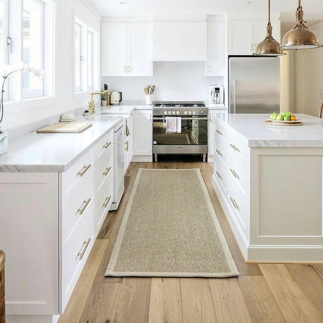 White kitchen. Gold hardware 👌 NICE✅✅ #kitcheninspo #kitchen #kitchenlife #kitchendesign #interiordecorating…