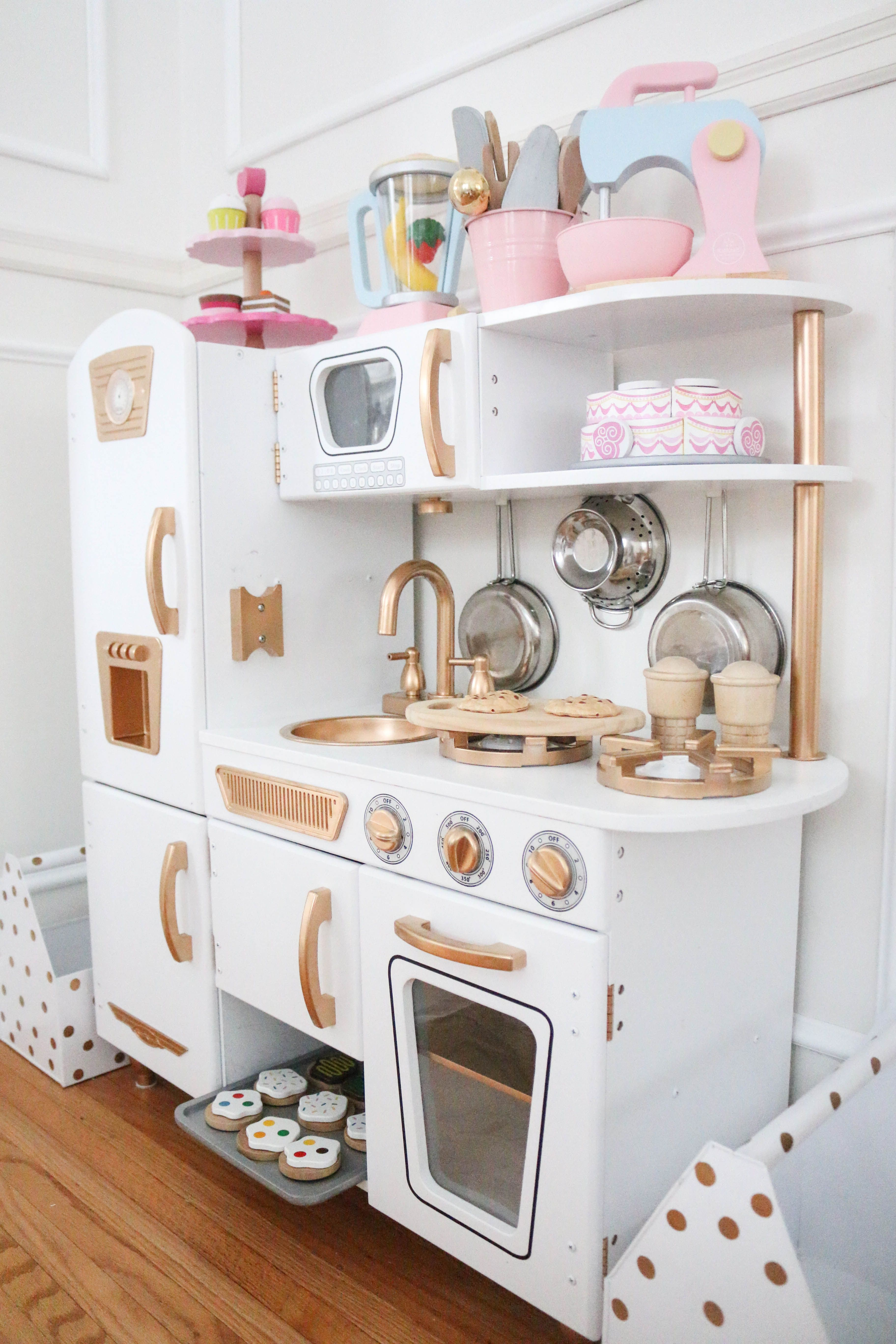 Incroyable Just Like So Many, We Fell For This KidKraft Vintage Kitchen HERE. You  Canu0027t Beat The Price, The Size And Just How Cute It Is.