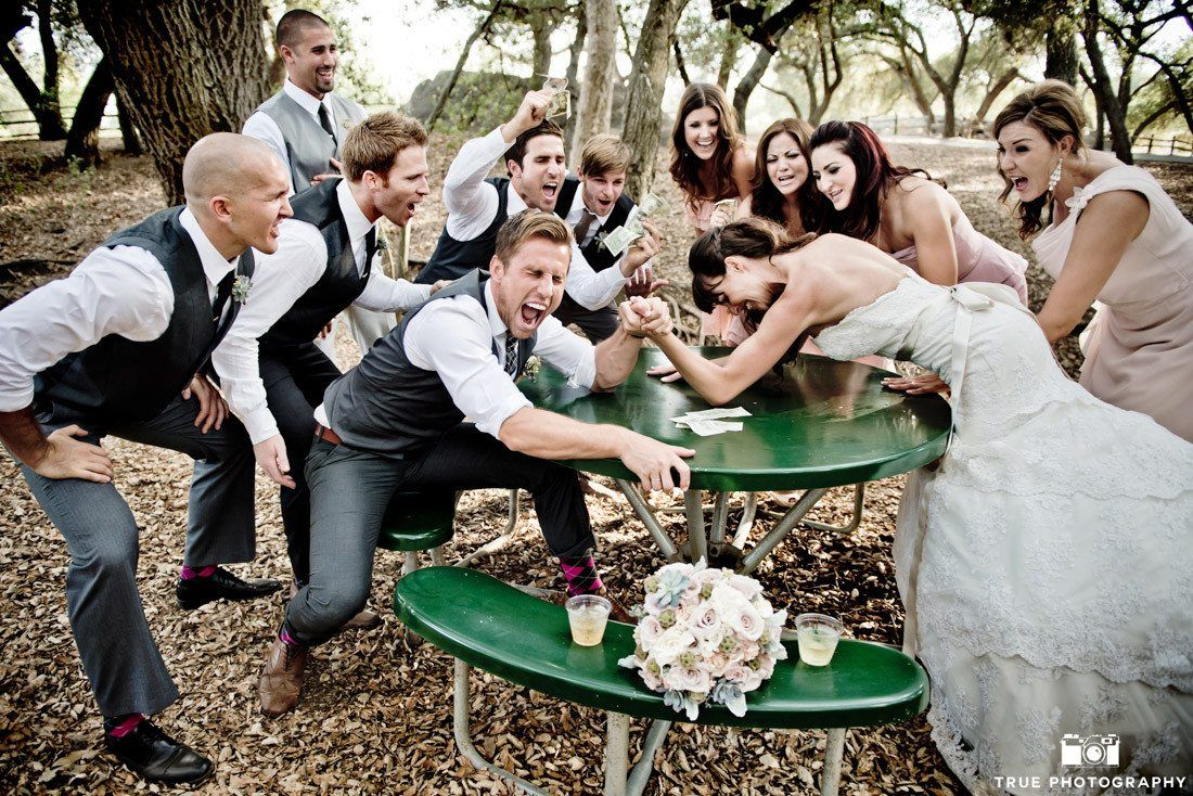 Funny Wedding Photos Bridesmaids Funny Wedding Pictures Wedding Photography Poses Funny Wedding Photos