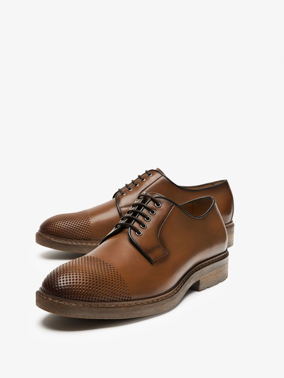 ace176777f BLUCHER DE PELE POLIDA COM PERFURAÇÕES de HOMEM - Sapatos - Ver tudo da  Massimo Dutti