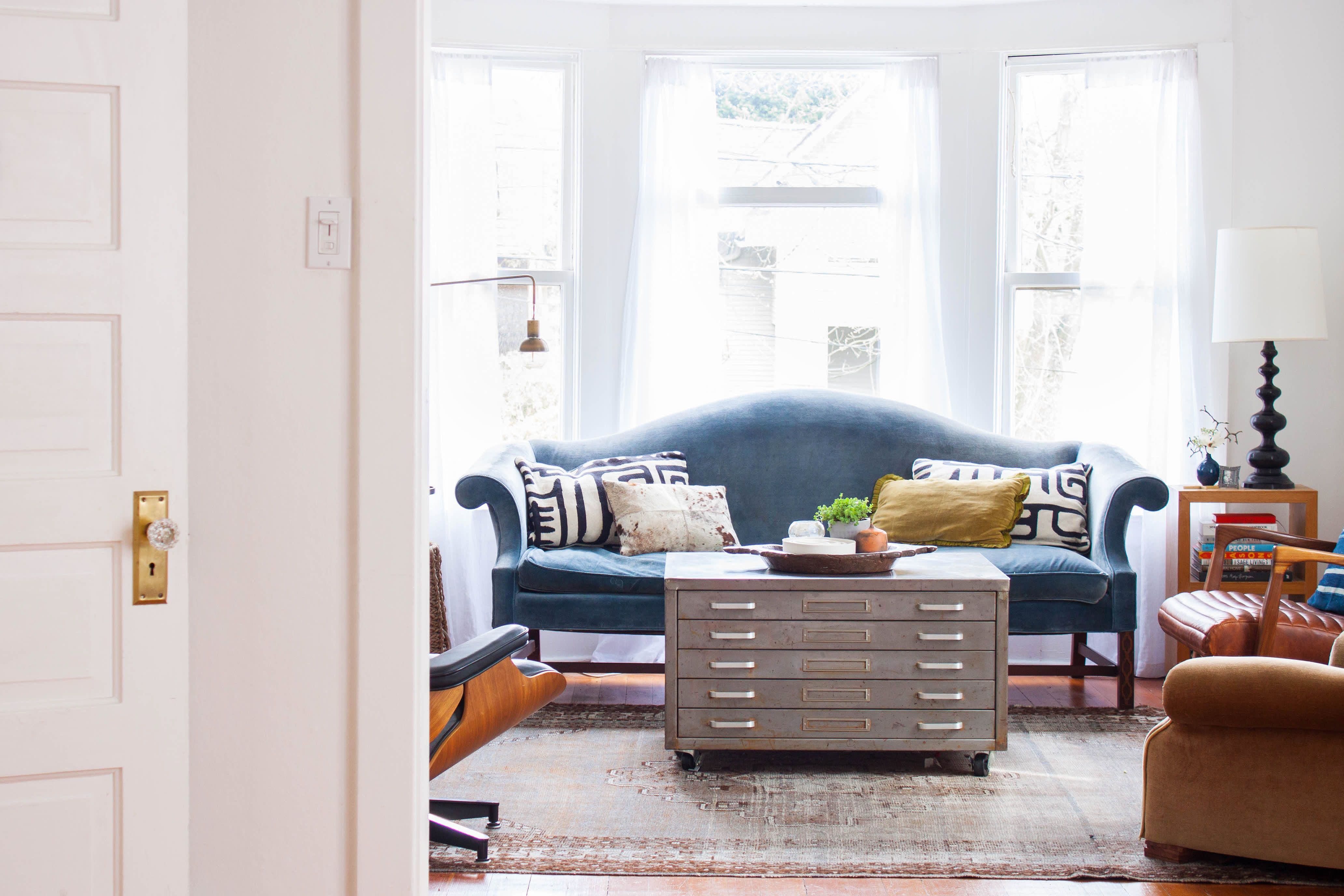 A Graphic Designer S Collected Seattle Home In 2019 Decor
